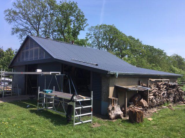 Fassadenverkleidung eines Pferdestalles – Foto 3